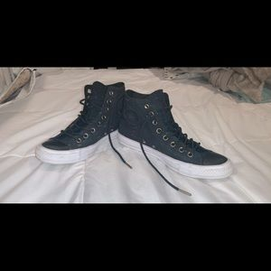 Barely worn CONVERSE size 9